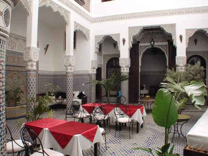 Riad Sheryne, bright little palace in the medina