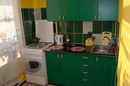 Яркая квартира посуточно в центре - Komsomolsk-na-Amure