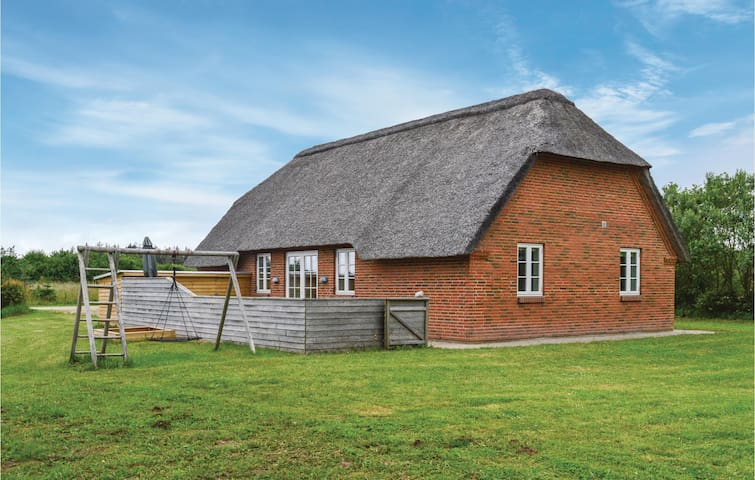 Holiday cottage with 4 bedrooms on 101m² in Ulfborg