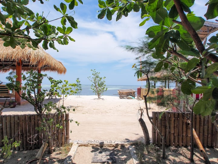 Lucky's Bungalow No 1 with snorkeling trip