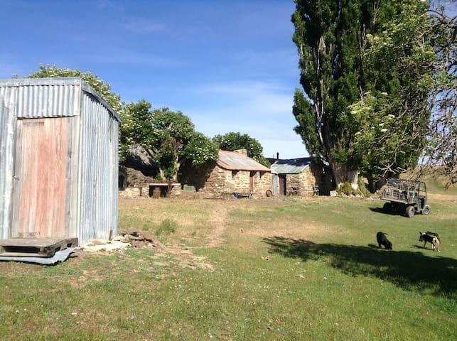 Bonspiel Gold Miner's Stone Huts