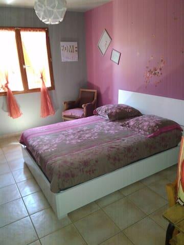 Chambre coquette sur St Affrique - Saint-Affrique - Casa
