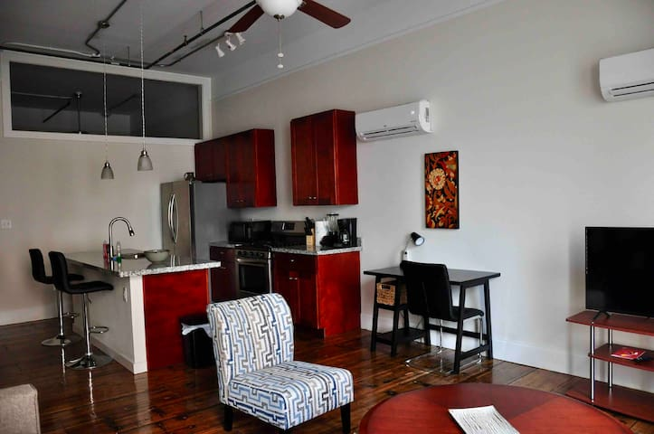 Central downtown LR - 10 min walk to Rivermarket