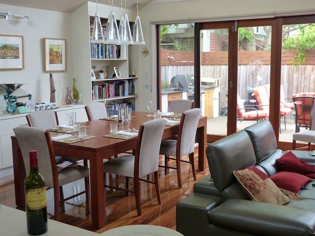 Perfect location in Albert Park - Albert Park - House