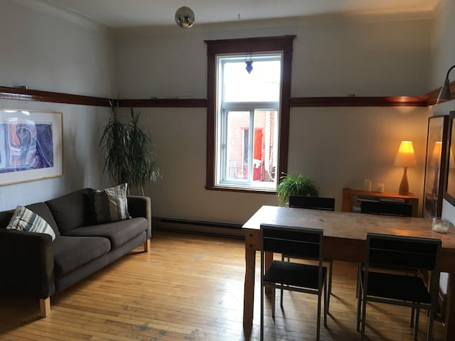(Home sharing) Private room in a large apartment.