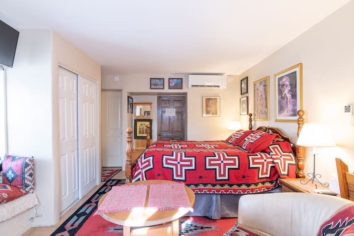 Downtown Eastside Private Suite + Bath Location