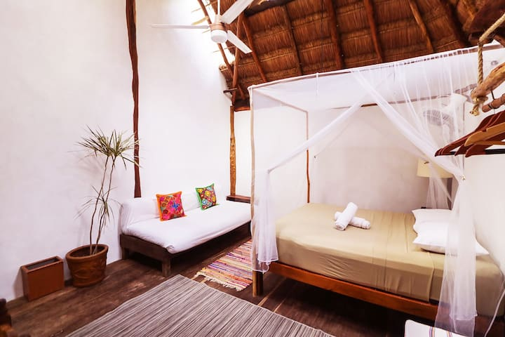 1- Lovely Jungle Eco Cabin / Pet friendly