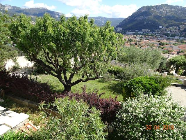 Villa carpe diem : mer, montagne et jacuzzi
