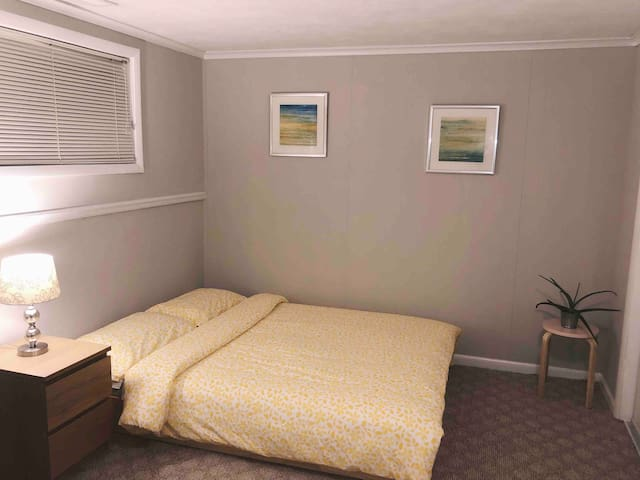 ROOM RIGHT OFF BELTWAY: PERFECT FOR DC COMMUTE
