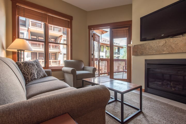 New Village Ski-In/Out condo in the heart of Copper. Complimentary WiFi and P