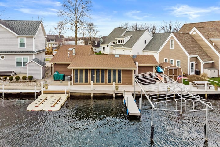 Charming! 3 Bedroom 2 Bathroom home on Lake Wawasee. Private Pier and 2 Kayaks included!  No Pets Please!