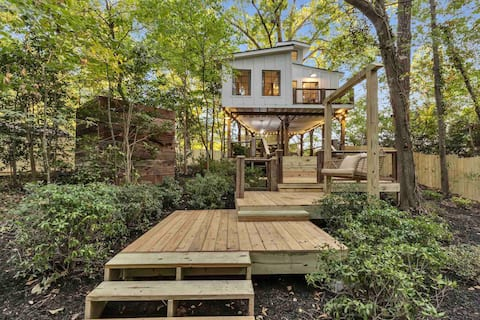 The ATL Treehouse with hot tub