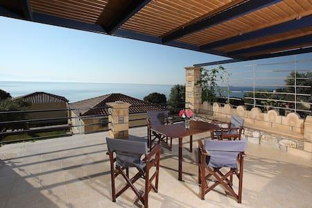 Απίστευτο bungalow δίπλα στη θάλασσα ! - Petalidi - Bungalow