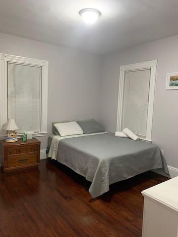 #Nice room queen bed, Free Parking