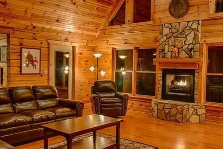 OWLS ROOST-5 BR Log Home Gated Preserve- Sleeps 14 - Old Fort - Haus