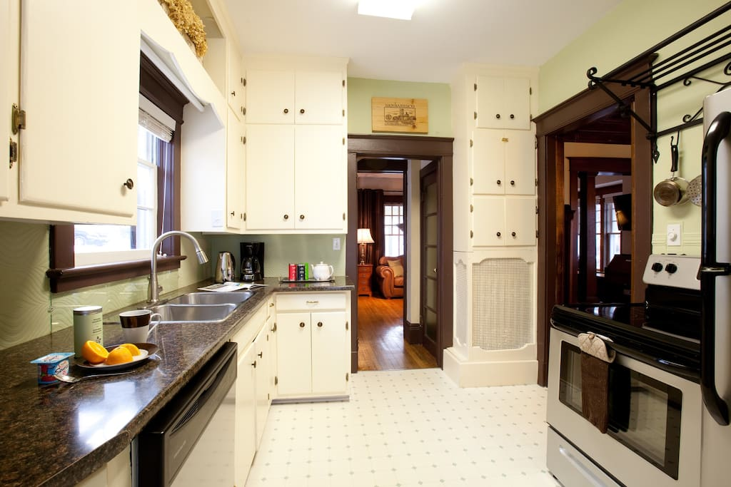 Fully-equipped kitchen with amenities