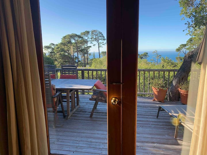 Isolation Retreat - ocean view & hot tub