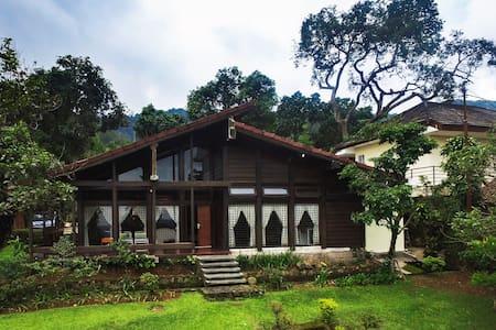 Villa Yaputra Puncak 4BR (Premium) - Cisarua