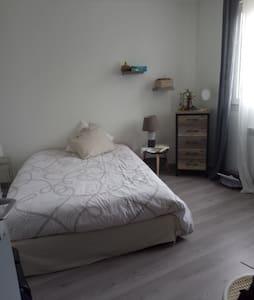 Agréable chambre au centre de Lunel