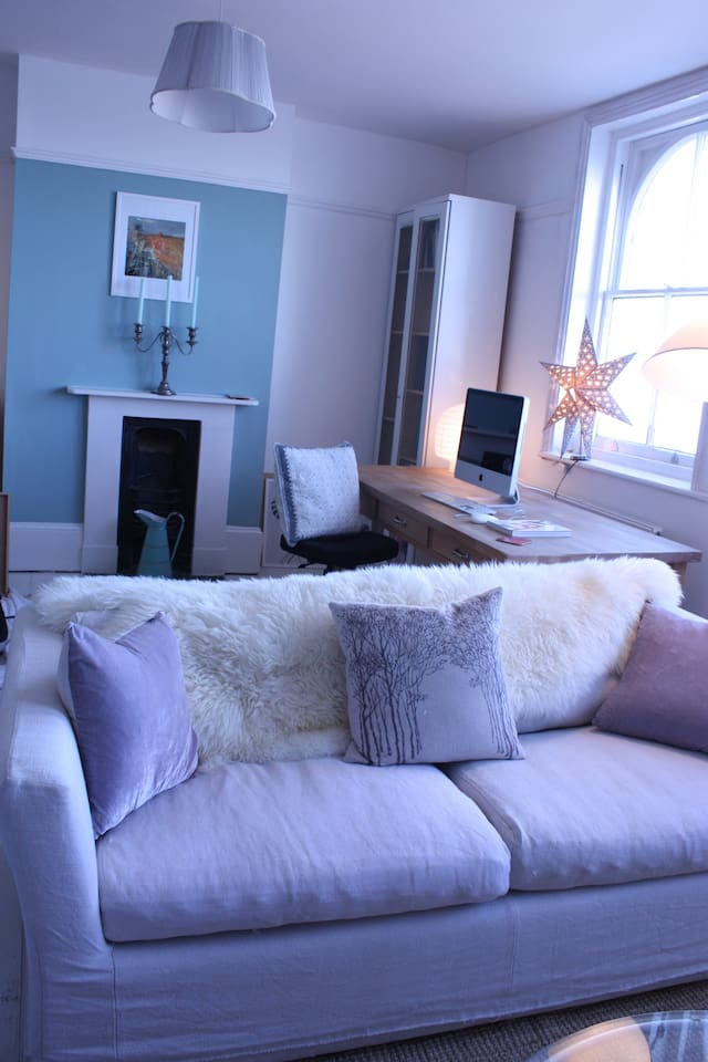 Very large living room divided up into 3 seperate areas, extensive sea views with loads of space.