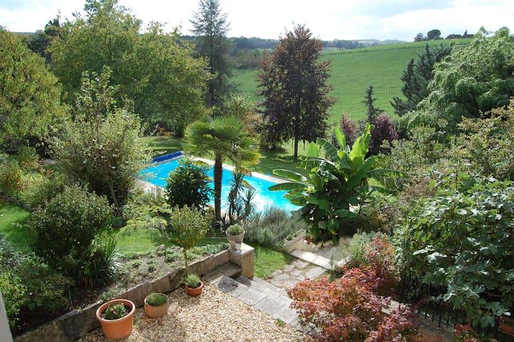 Charming entire house Périgord Noir, swiming pool