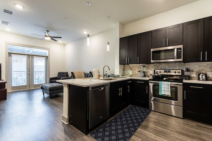 StayOvr at The Star - Luxury One bedroom in Frisco
