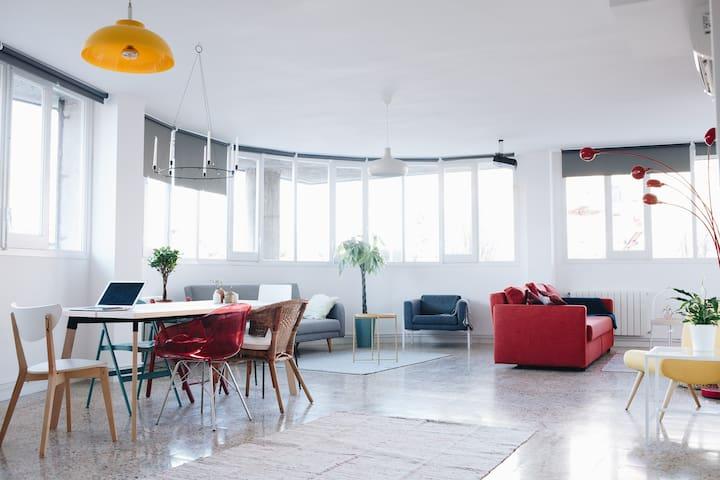 Modern & simple/ City home design /15 min to Bcn