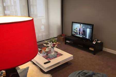 Cozy bedroom 5mins from SYD airport - Wolli Creek - Apartment