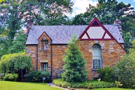 Petite Castle Near DC & University of Maryland - Ház