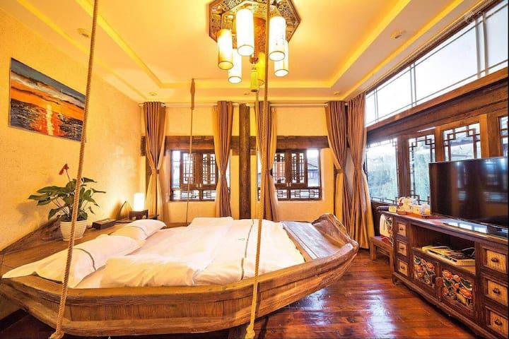 丽江古城༒古典温馨大床房+浴缸(主页下拉有更多房型)