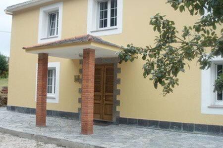 El banco famoso en Loiba / casa cerca del mar - Manón