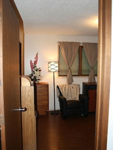 charming room, very large closet - Lethbridge