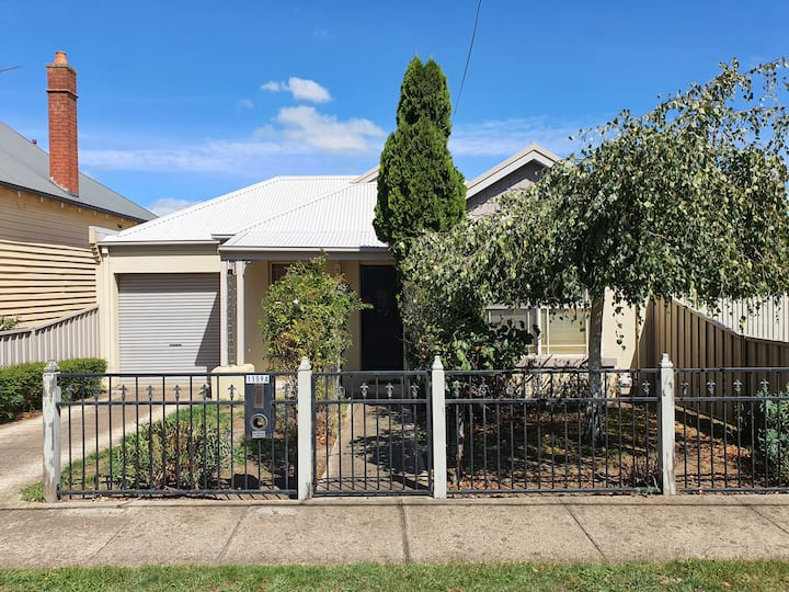 Willowvale Cottage near Lake Wendouree & Vic Park