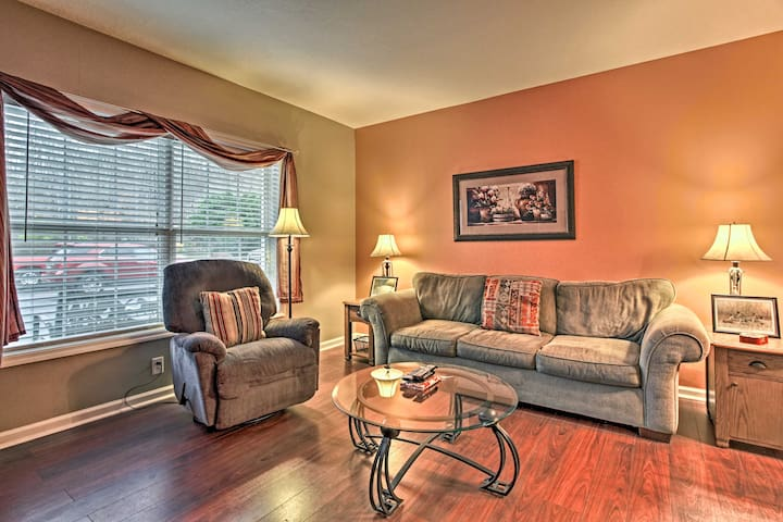 Parkway Condo ~ Walk to Island in Pigeon Forge!