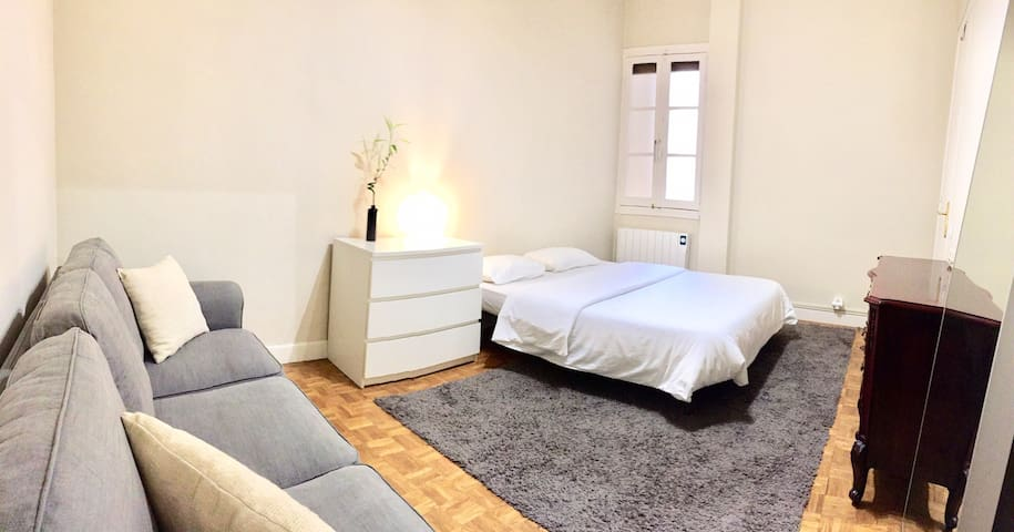 Habitación amplia y cómoda