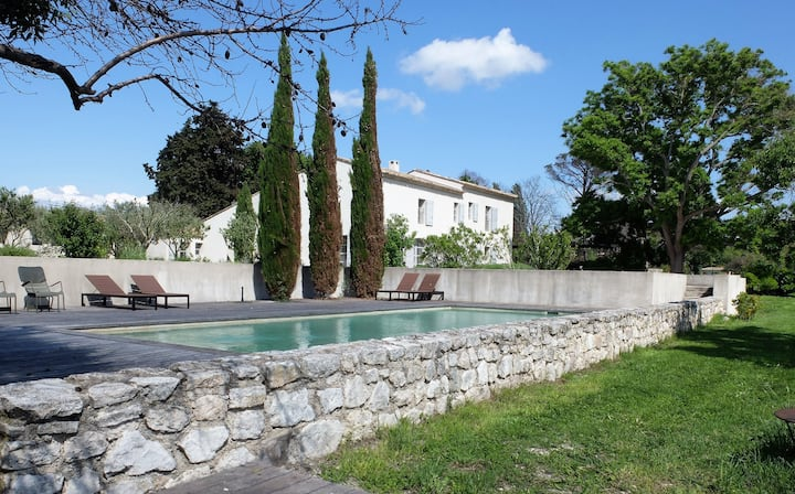 Stunning villa with guest houses and large pool