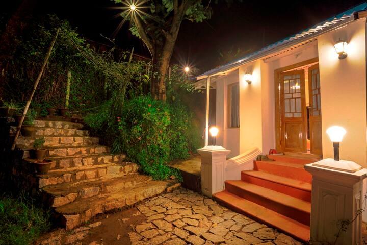 Hostel in Ooty - Private Deluxe Room - Nilgiris - House