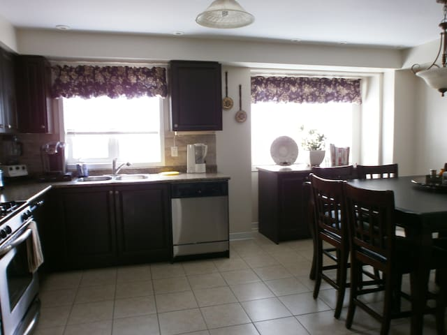 Female Private room near Downtown Toronto - Toronto - Bed & Breakfast