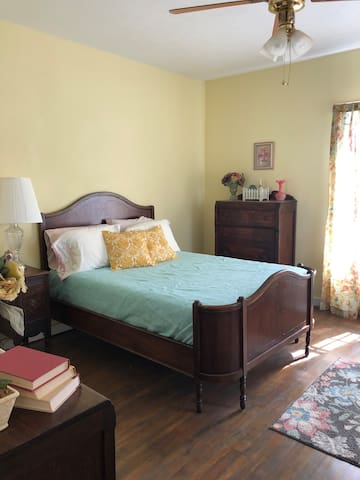 2nd guest bedroom with full size bed