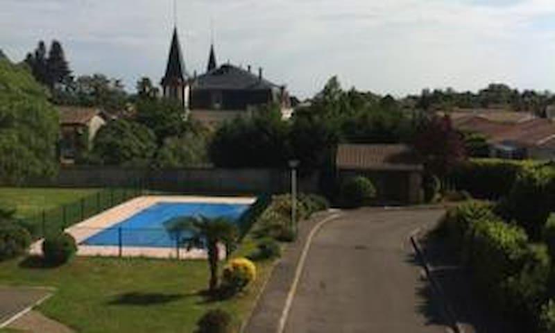 Villa dans résidence sécurisé avec piscine