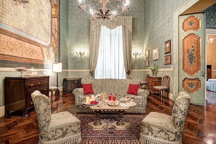Lady Mary's Tribunali Luxury Suite - Naples