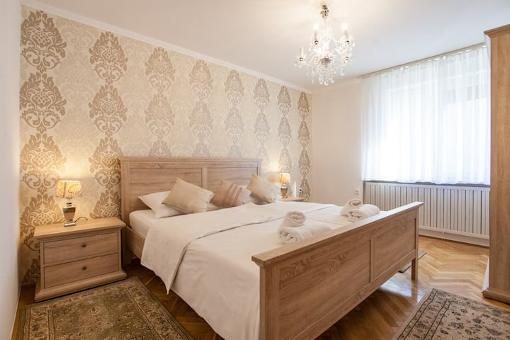 Cosy&budget flat close to center - free parking