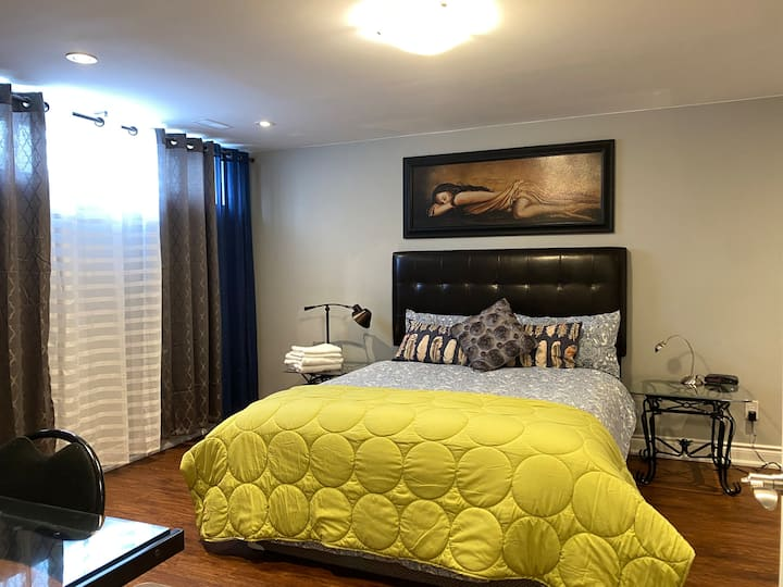 2 Bed 2 Wash Apartment/House Downtown Barrie