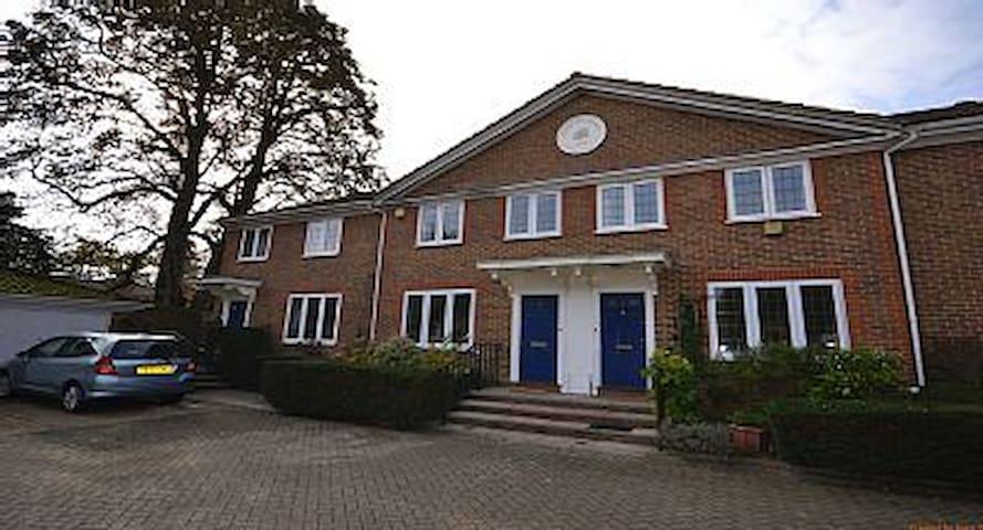 Immaculate Holiday Home Weybridge - Weybridge - Huis