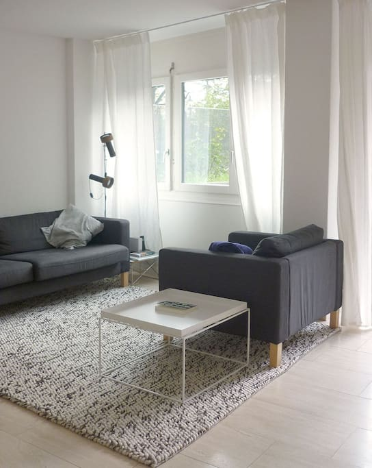 Cozy living room with view to the garden