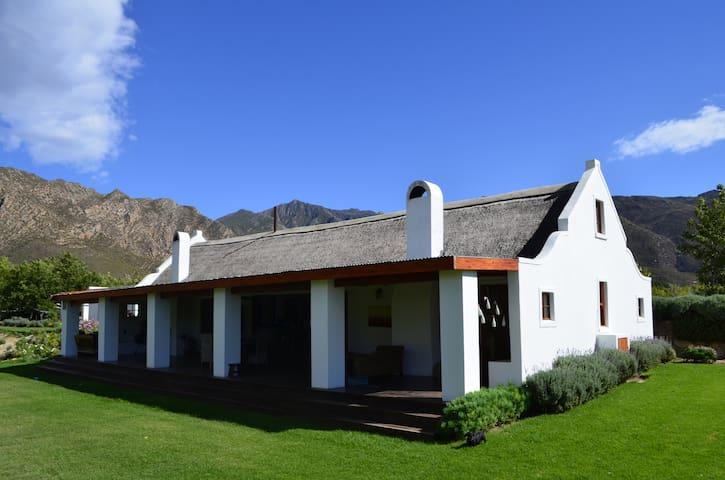 Alpaca Inn - Exclusive use Cottage