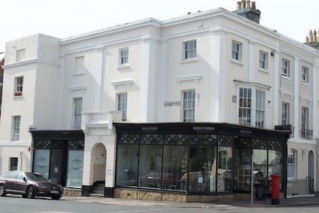 Perfectly located apartment in period property - Eastbourne