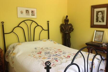 Pine Island Yellow Room - Saint James City
