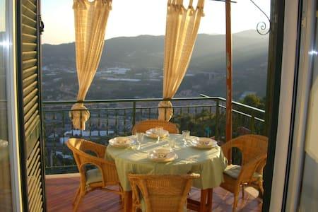 Casa panoramica a Castellaro - Castellaro