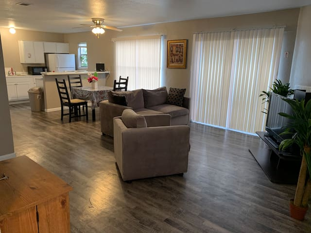 9 miles from Airport! Entire 2/2 condo, W/D, Wi-Fi